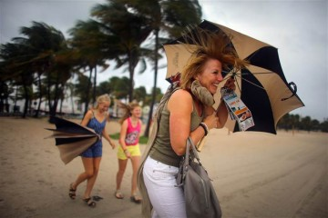 6C7659228-umbrellahurricane.blocks_desktop_large