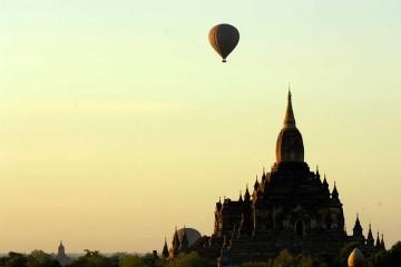 Bagan - Hot Air Balloon over Temple