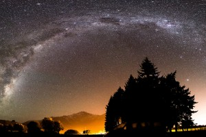 A Brilliant Arch of Stars in New Zealand