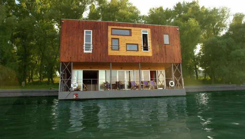 ArkaBarka Floating Hostel, Serbia