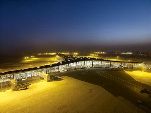 http://www.vagabondish.com/wp-content/uploads/beijing-airport-1.jpg