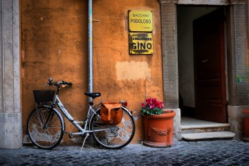Bike leaning against a wall in Rome, Italy
