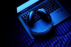 Bluetooth Headphones on a Laptop