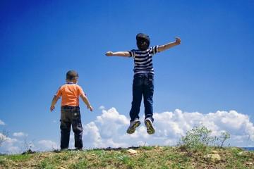 children-in-air-1442644013