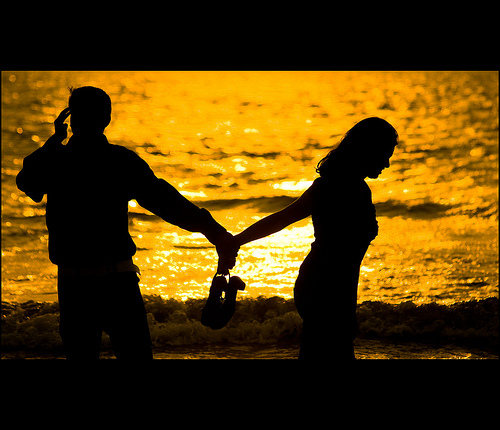 http://www.vagabondish.com/wp-content/uploads/couple-holding-hands-mumbai-india-3035259896.jpg
