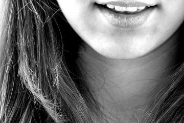 Girl smiling (closeup)