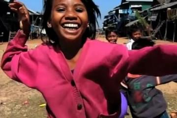 happy-cambodians-running-video