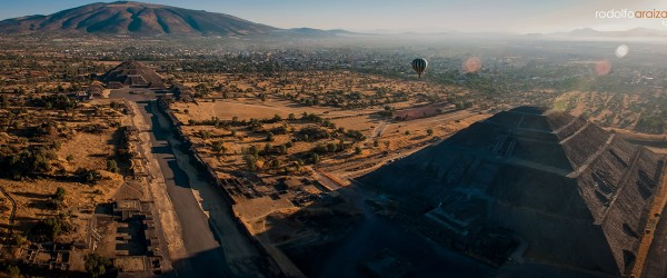 Hot air balloon over Teotihuacan, Mexico