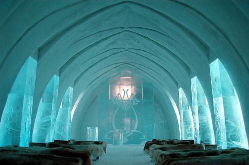 Gereja ais pertama di dunia