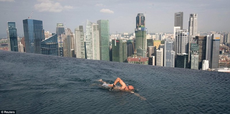 infinity pool singapore. The Infinity Pool At Marina Bay Sands Hotel © Dailymail.co.uk Singapore