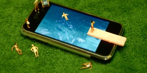iPhone Swimming Pool in Miniature