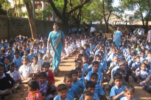1,000 kids lined up to receive a bedkit in Belgaum, India