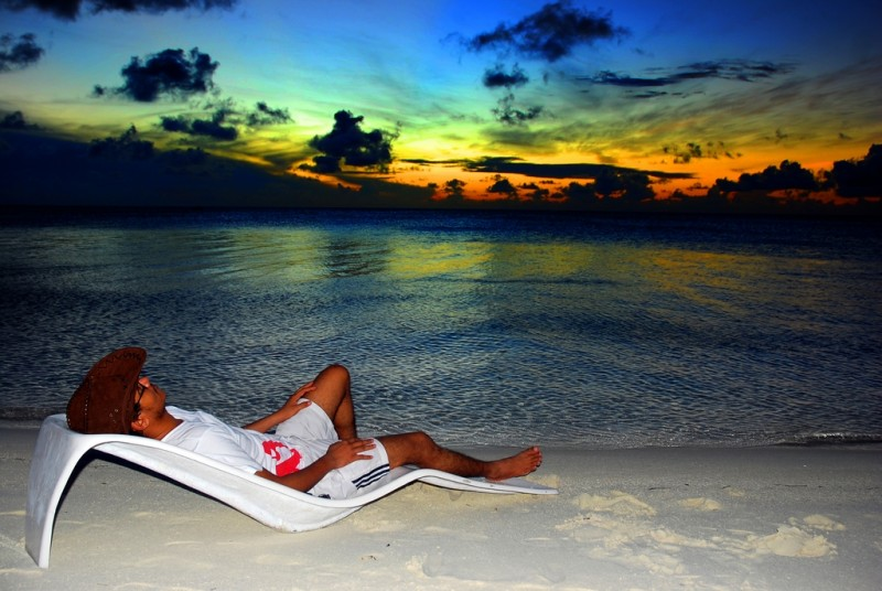http://d1kcl3yiuixneo.cloudfront.net/wp-content/uploads/relaxing-beach-maldives-2924284317-800x536.jpg