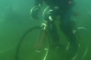 Siberian Divers Club Attempts Underwater Biking