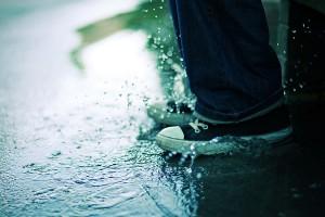 sneakers-splashing-in-puddle-3648828735