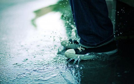 sneakers-splashing-in-puddle-3648828735