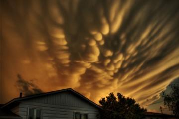 Strange Cloudy Interlude, Quebec