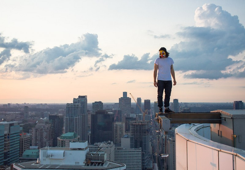 Building Falling Over : Quot rooftopping dizzying photographs of people almost