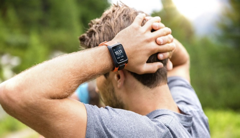 TomTom Adventurer (orange) on man's wrist